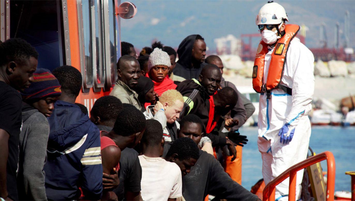 Europa zmaga się z kryzysem migracyjnym (fot. PAP/EPA/Alba Feixas)