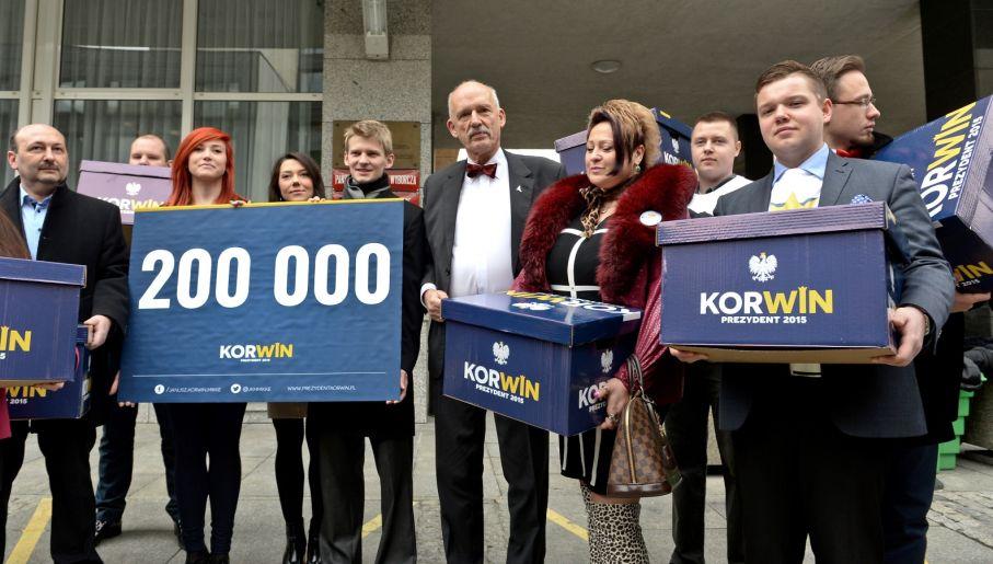 Sztab Janusza Korwin-Mikkego złożył podpisy z poparciem w PKW  (fot. PAP/Marcin Obara)