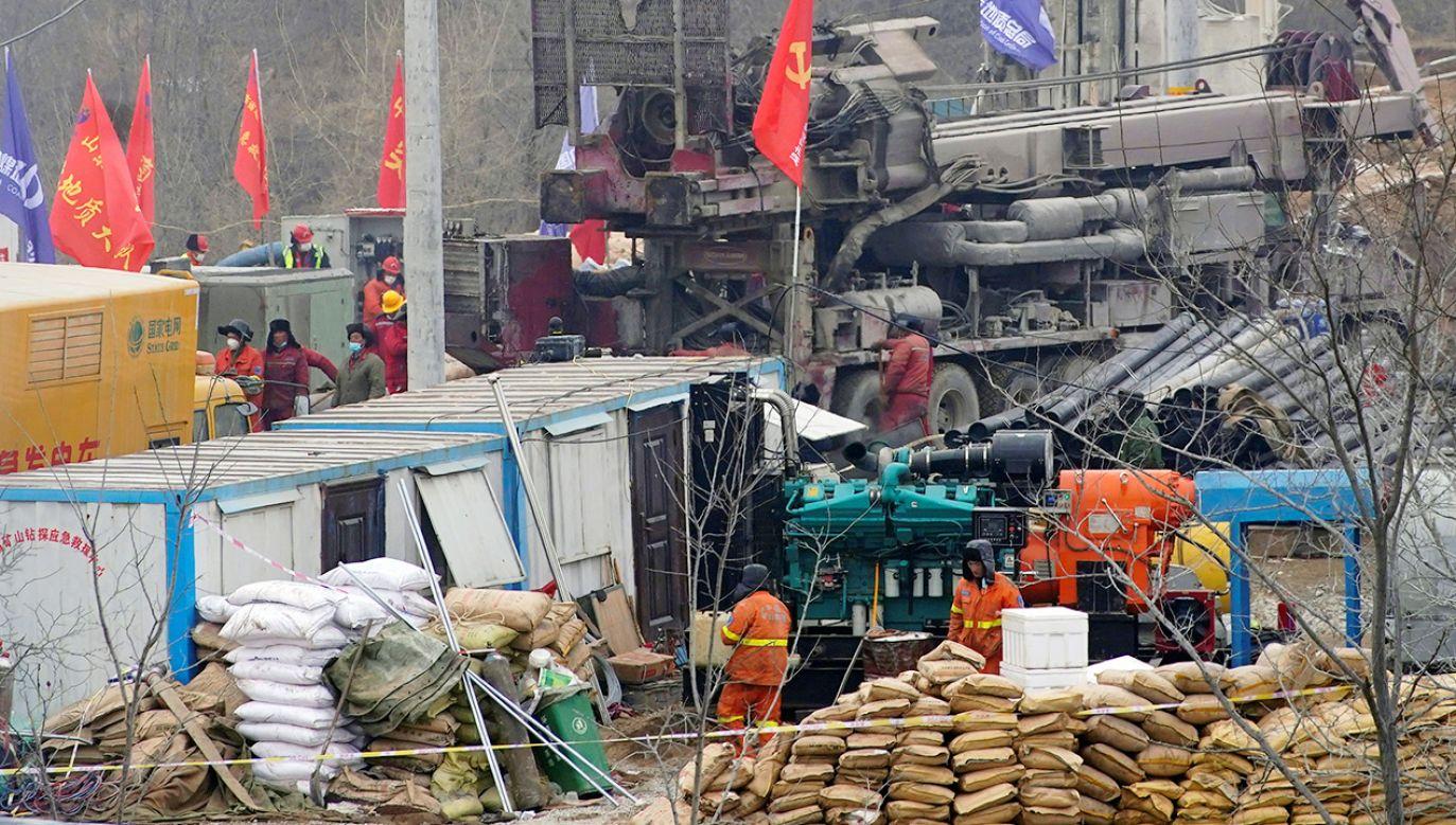 Dziesięciu innych górników wciąż uznaje się za zaginionych, a jeden zmarł (fot. REUTERS/Aly Song)