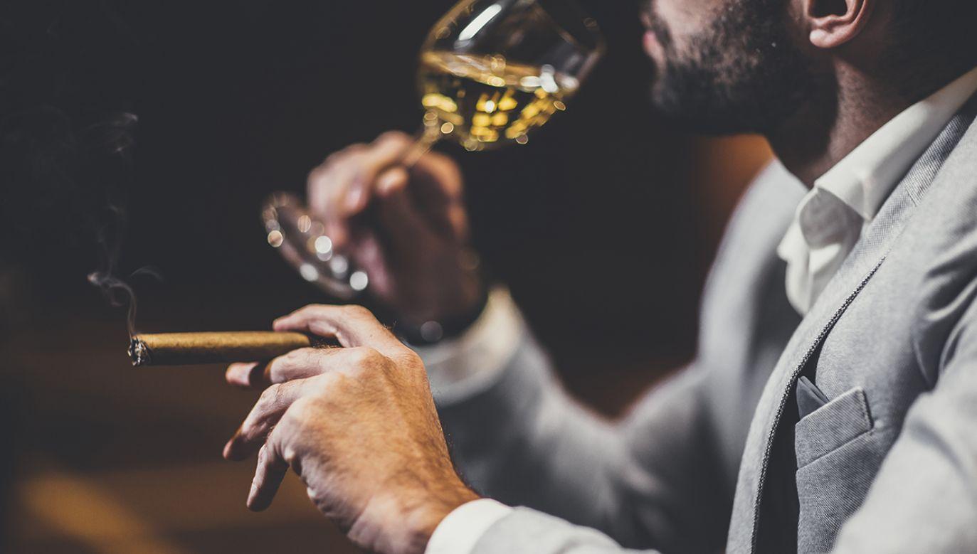 Strategię przedwyborczą liberalnej opozycji opisano krótko: wino i cygara (fot. Shutterstock/Goran Bogicevic)