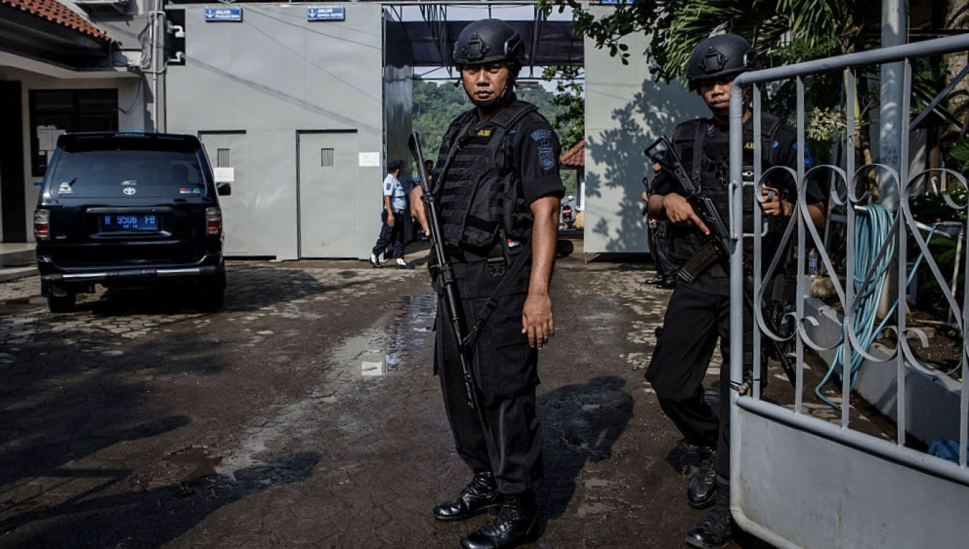 Indonezyjska policja umieściła zbiega na liście najbardziej poszukiwanych osób (fot. Ulet Ifansasti/Getty Images, zdjęcie ilustracyjne)