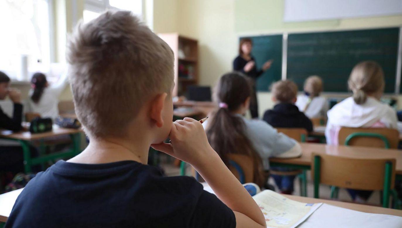 Czy pełna nauka stacjonarna wróci przed końcem roku szkolnego? (fot. PAP/Leszek Szymański)