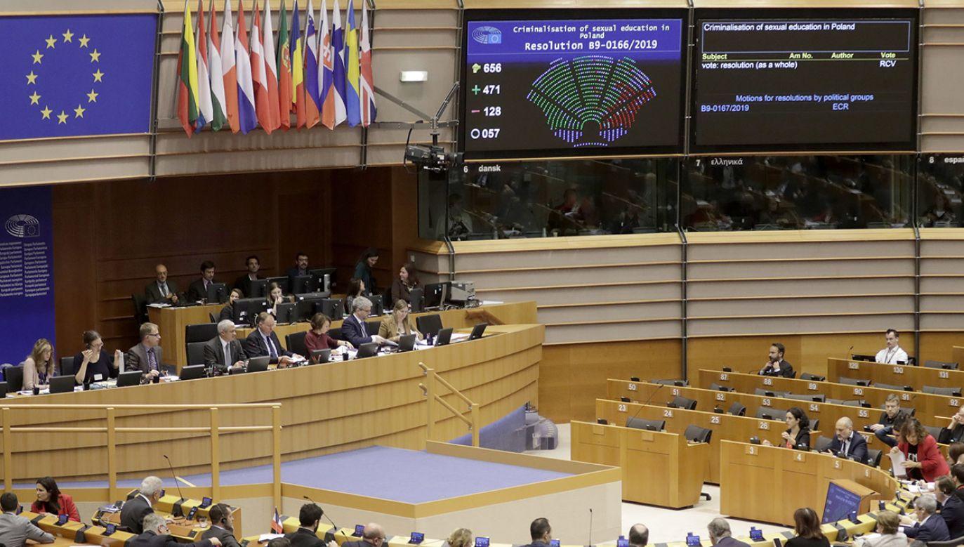 Parlament Europejski przyjął rezolucję krytykującą Polskę (fot. PAP/ EPA/OLIVIER HOSLET)