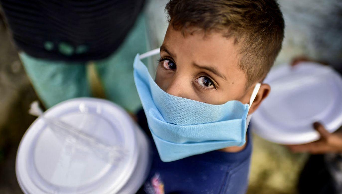 Dzieci tracą rodziców i innych krewnych w czasie pandemii (fot. Pedro Vilela/Getty Images)