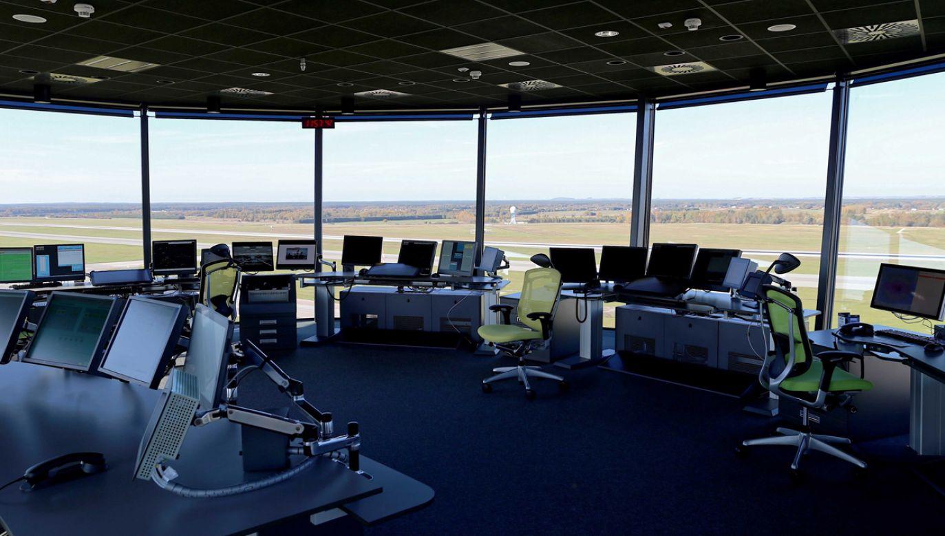 To jedna z najnowocześniejszych wierz kontroli lotów w Europie (fot. PAP/Andrzej Grygiel)