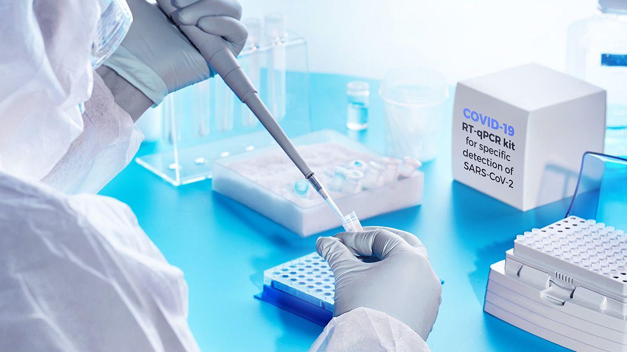 Nowy wariant wirusa  w Nowym Jorku (fot. Shutterstock/anyaivanova)