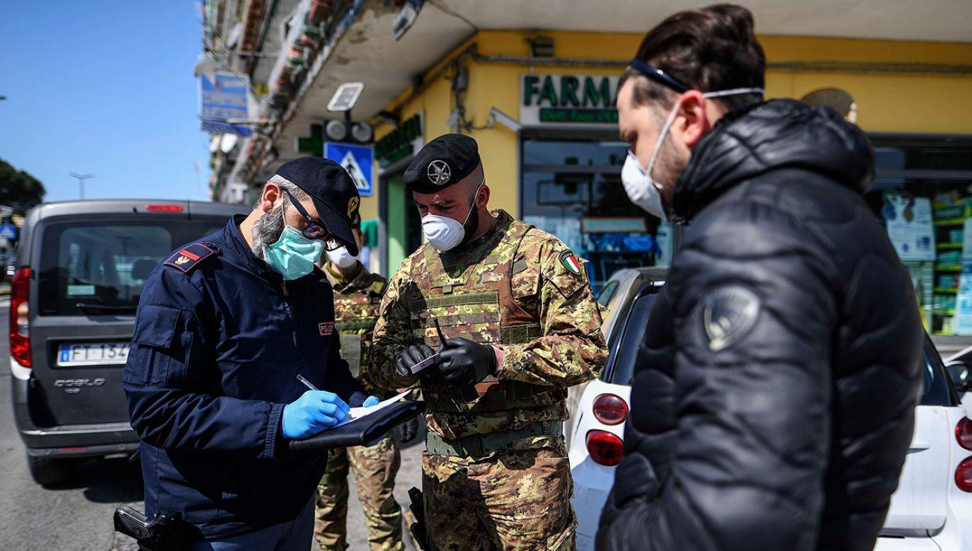 Podjęte do tej pory środki zapobiegawcze i wprowadzone rozporządzenia dot. walki z koronawirusem we Włoszech zostają przedłużone do 13 kwietnia (fot. Salvatore Laporta/KONTROLAB/LightRocket via Getty Images))