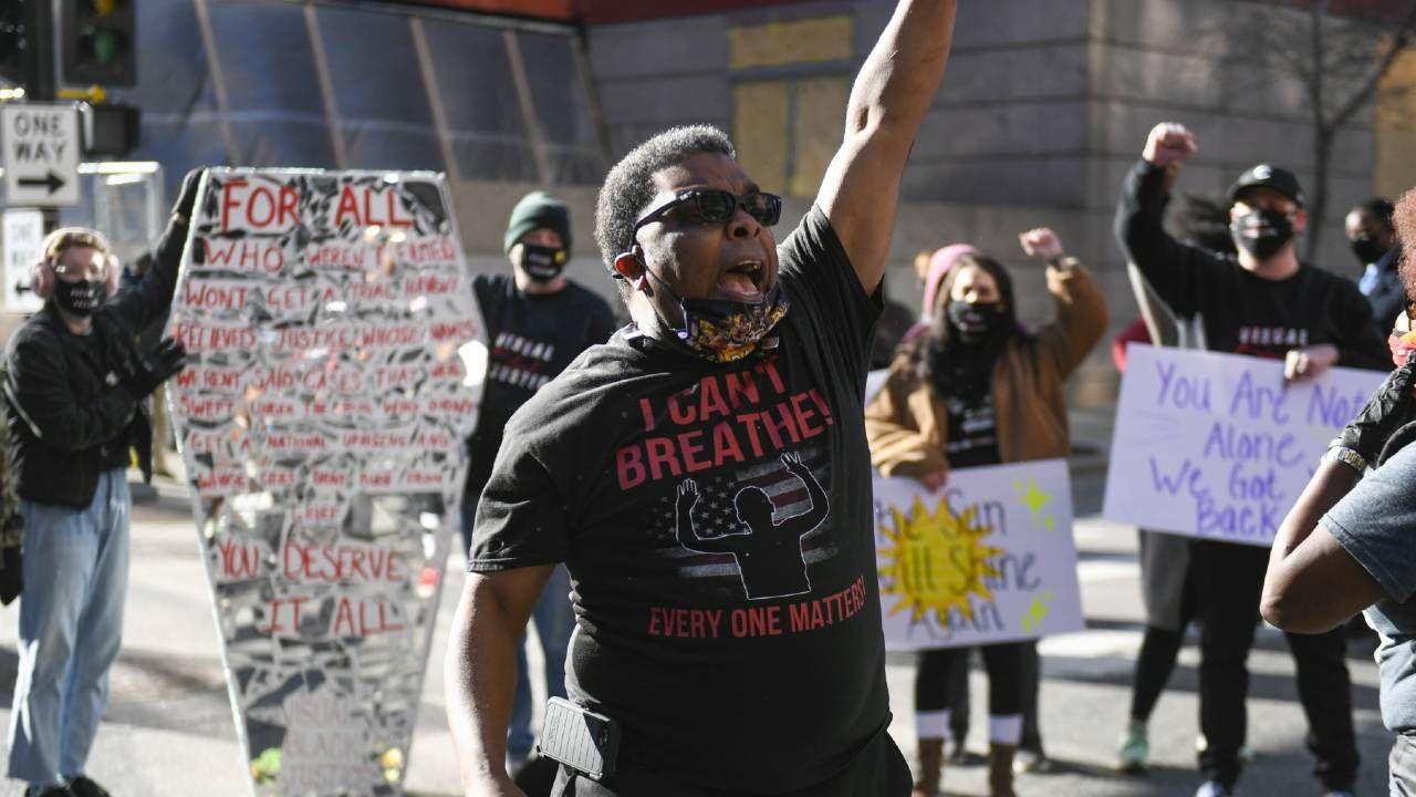 """Słowa """"Nie mogę oddychać"""" stały się hasłem protestów BLM (fot. PAP/EPA/CRAIG LASSIG)"""