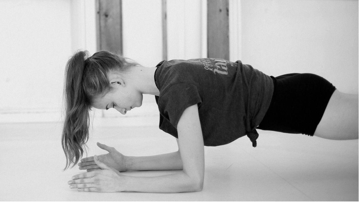 Taniec to także ciężki wysiłek fizyczny, dlatego ważne jest odpowiednie przygotowanie ciała (Julia Ciesielska, fot. Z. Gąsiorowska)