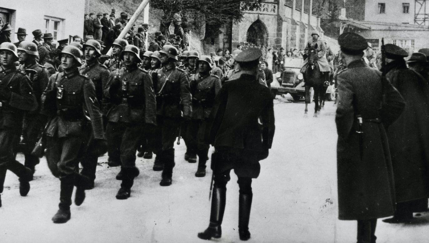 Niemieckie wojsko wkracza do Austrii (fot. Fox Photos/Getty Images)