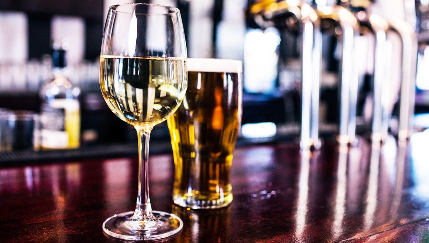 Spożycie wina jest fundamentem tradycyjnej diety śródziemnomorskiej (fot. Shutterstock/wavebreakmedia)