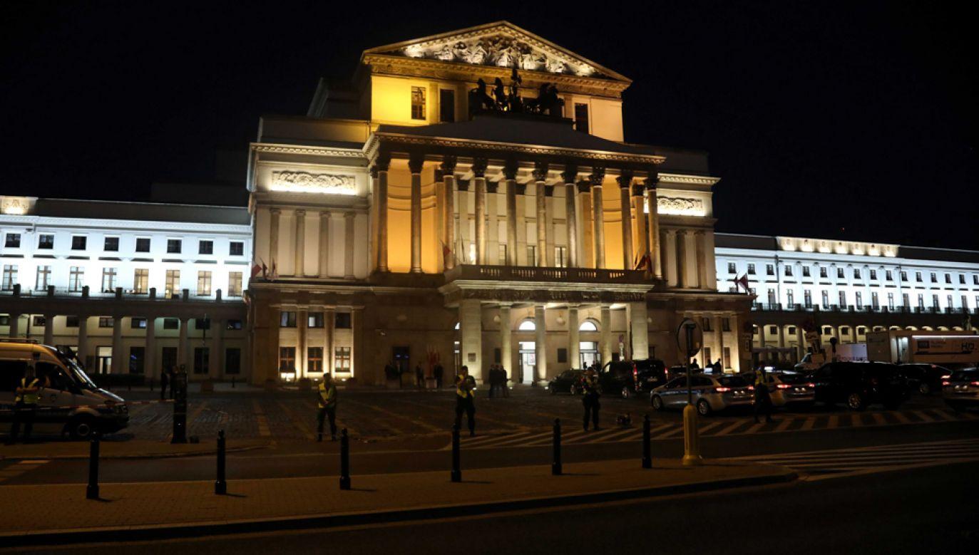 Przyjazd delegacji zagranicznych do Teatru Wielkiego, gdzie odbył się koncert z okazji obchodów 80. rocznicy wybuchu II wojny światowej(fot. PAP/Wojciech Olkuśnik)