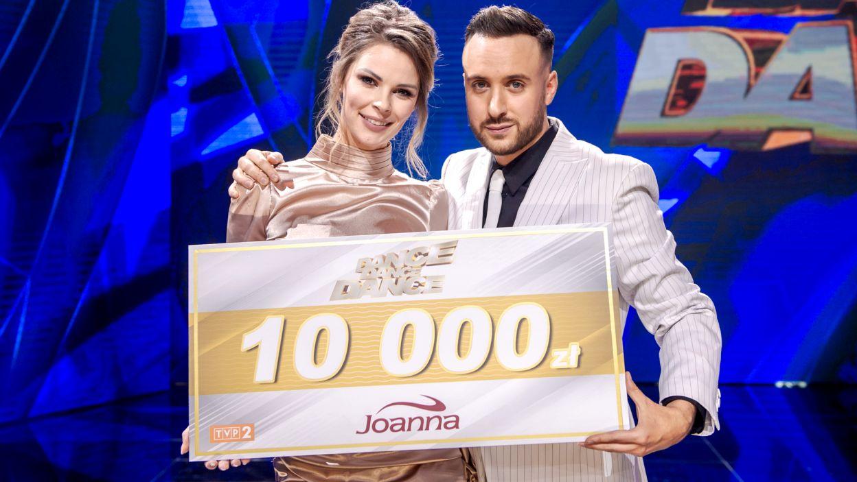 Kolejną parą, która odpadła z programu, byli Małgorzata Tomaszewska i Olek Sikora. Ten duet swoją wygraną przeznaczył na Fundację Zdążyć z Pomocą (fot. TVP)