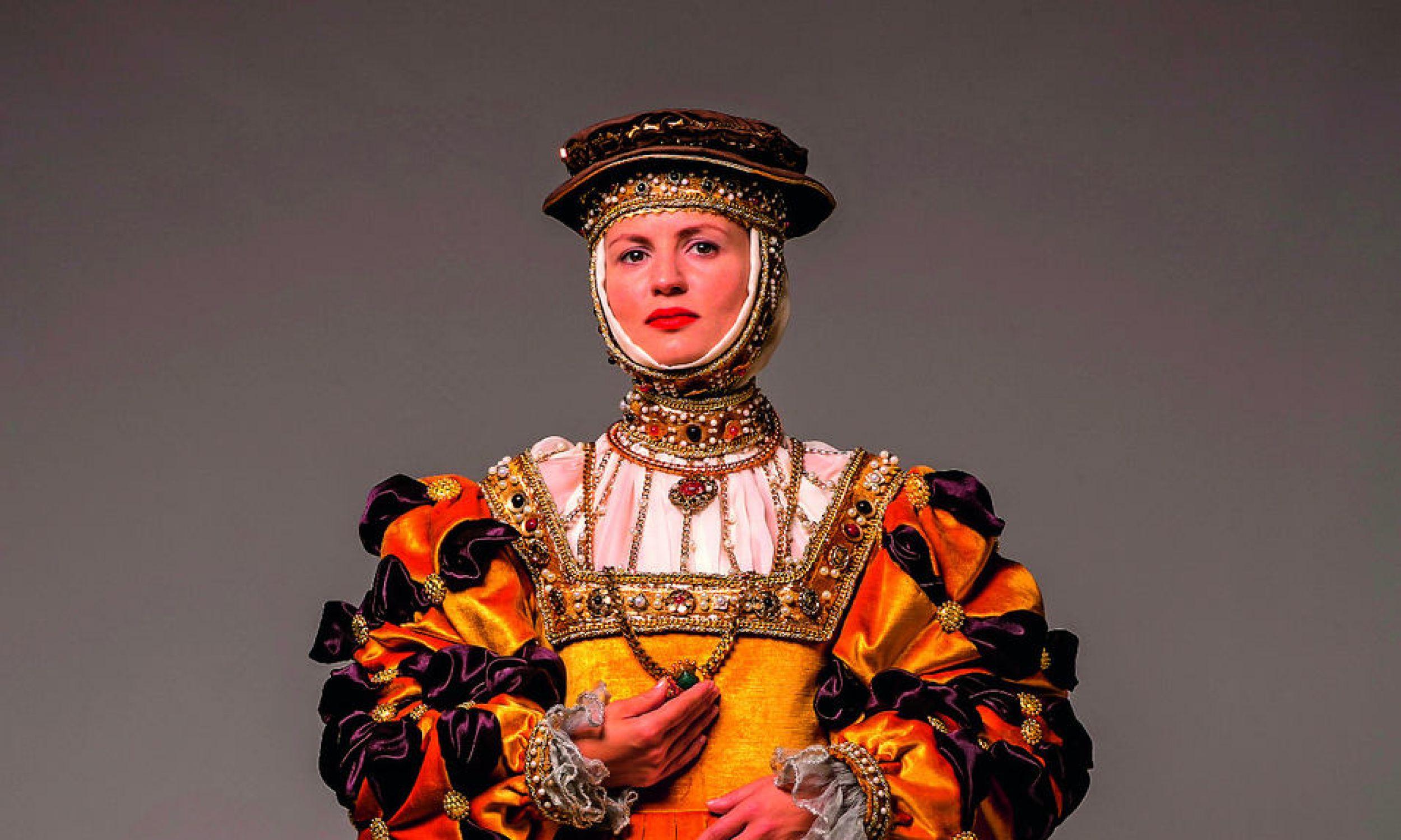 Suknia Barbary Radziwiłłówny, połowa XVI wieku. Na pokazie dr Marii Molendy na Wawelu 24 lipca 2021 r. będzie też można zobaczyć tę suknię, jak i stroje męża Barbary, króla Zygmunta Augusta. Król lubował się w strojach. W jego garderobie były różne rodzaje wierzchnich okryć, np. delie, żupany, hazuki, szuby – wiele podszytych futrem. Fot. Archiwum Fundacji Nomina Rosae