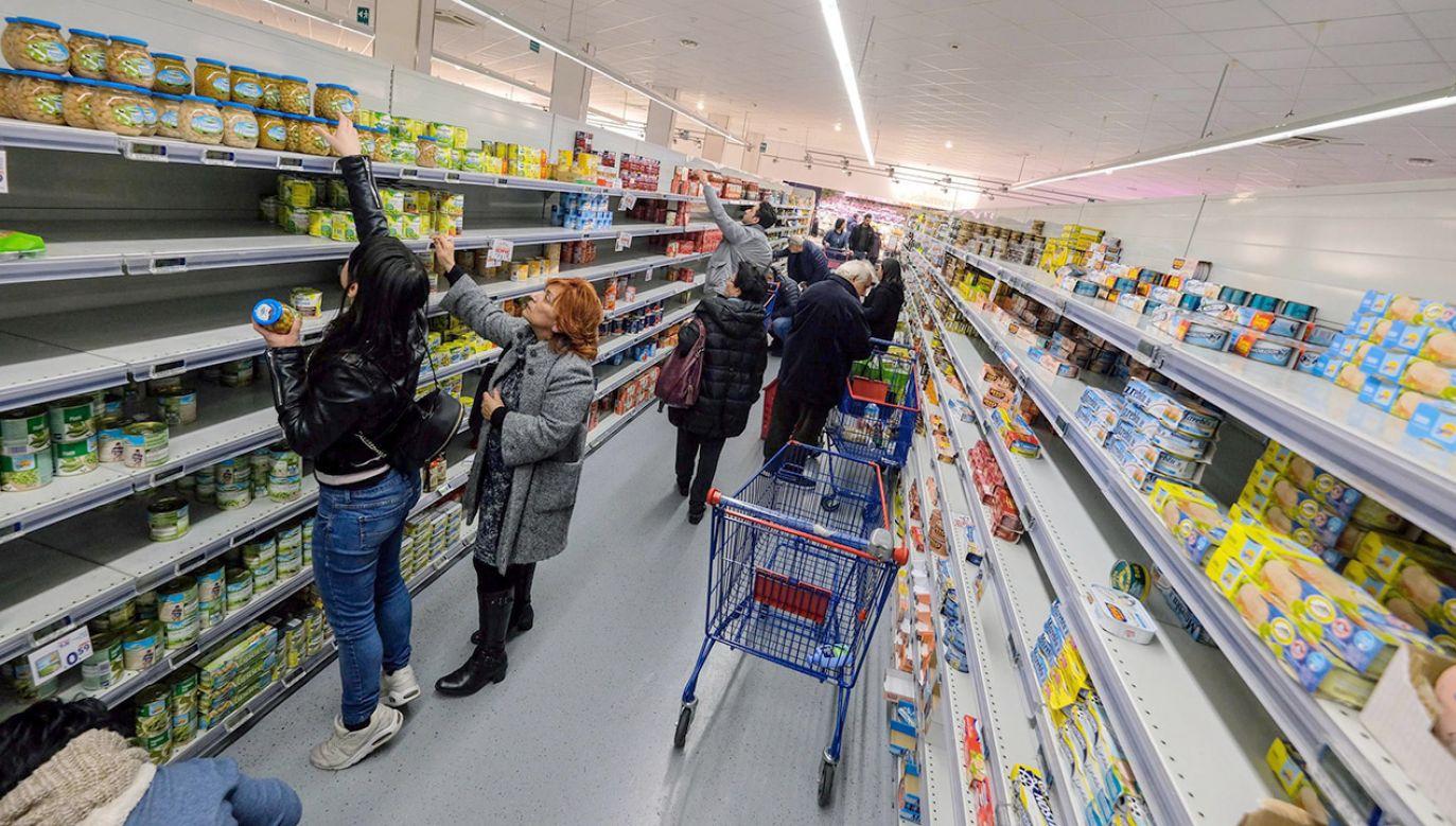 Rośnie liczba ofiar zakażonych koronawirusem we Włoszech (fot. PAP/EPA/Igor Petyx)