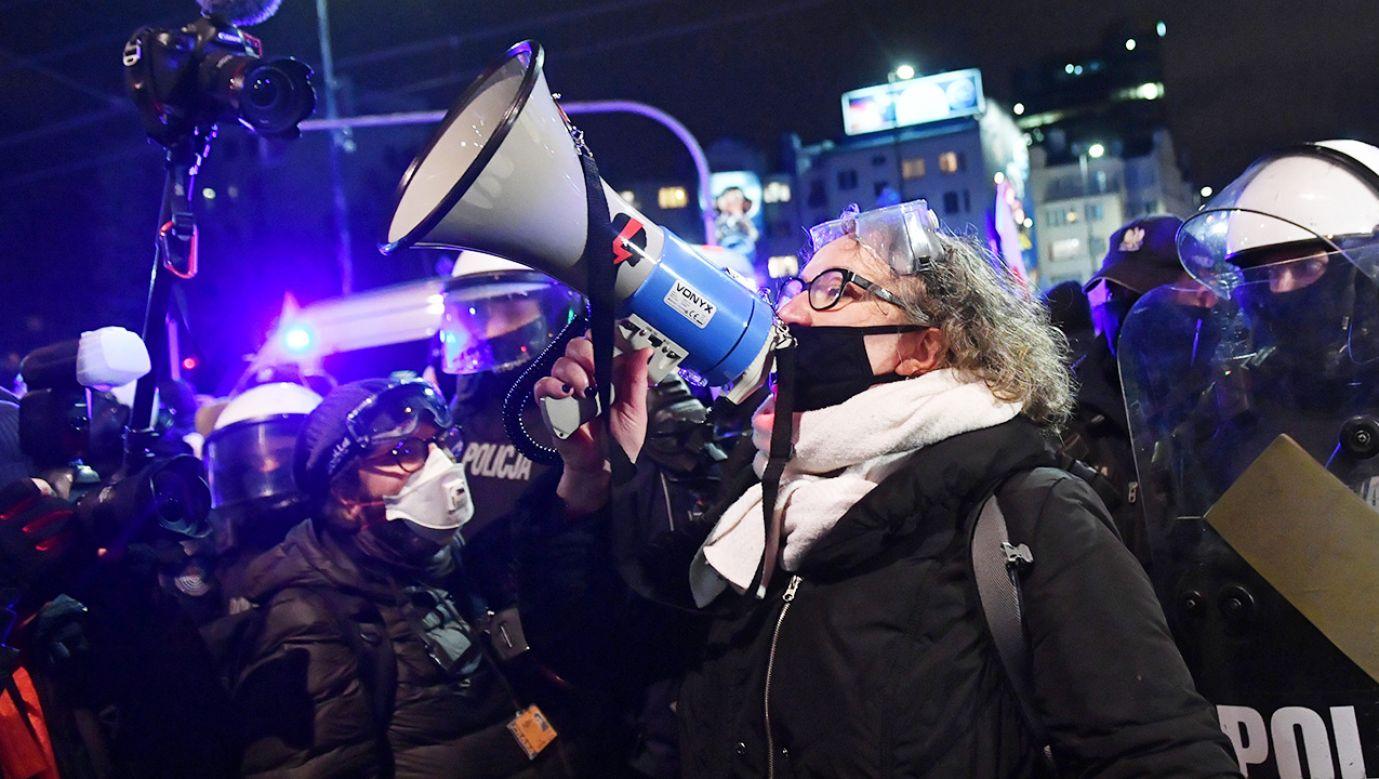 Protesty są coraz mniej liczne, coraz mniej osób chce identyfikować się z ich liderką Martą Lempart (fot. PAP/Radek Pietruszka)