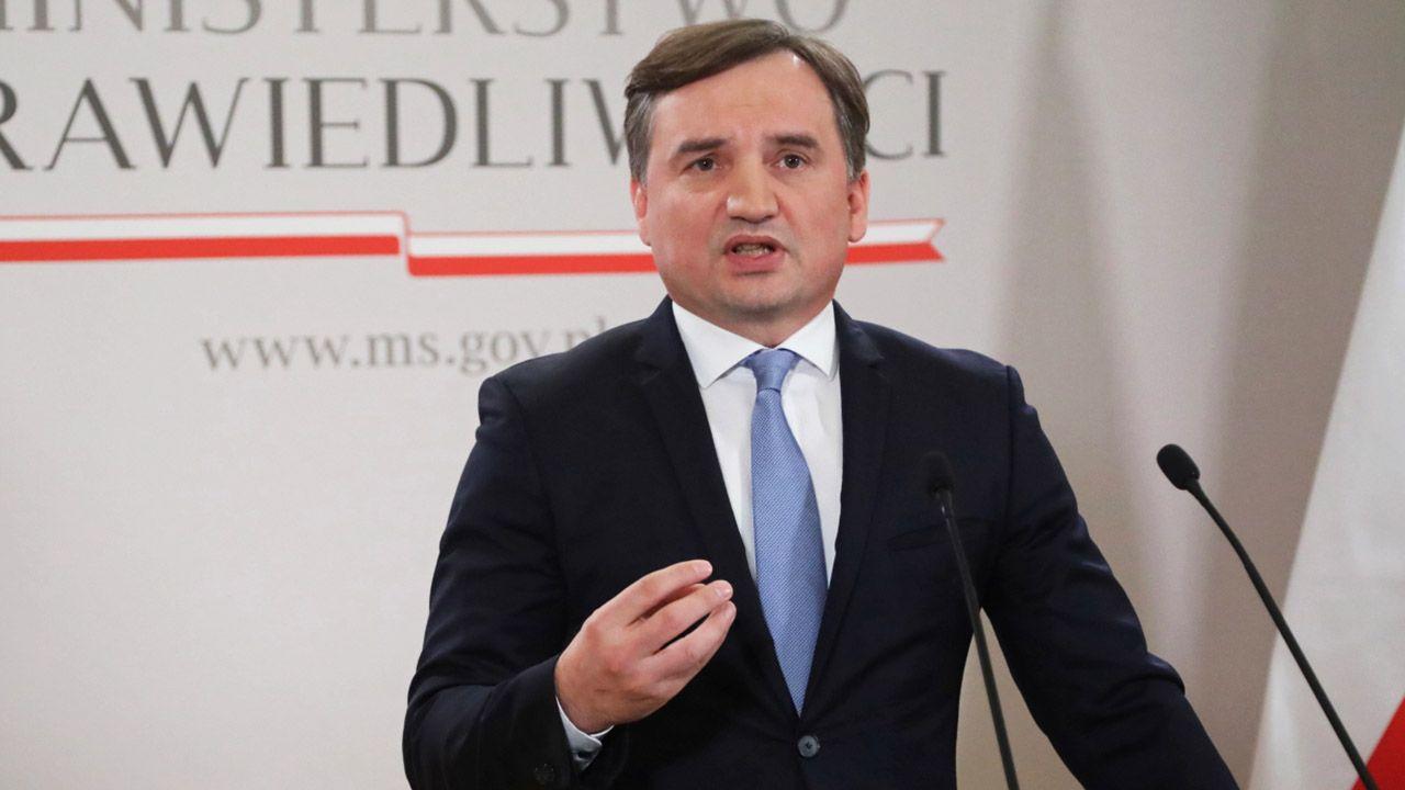 """Zbigniew Ziobro chce zakończyć """"strajk włoski"""" niektórych sędziów (fot. PAP/Wojciech Olkuśnik)"""