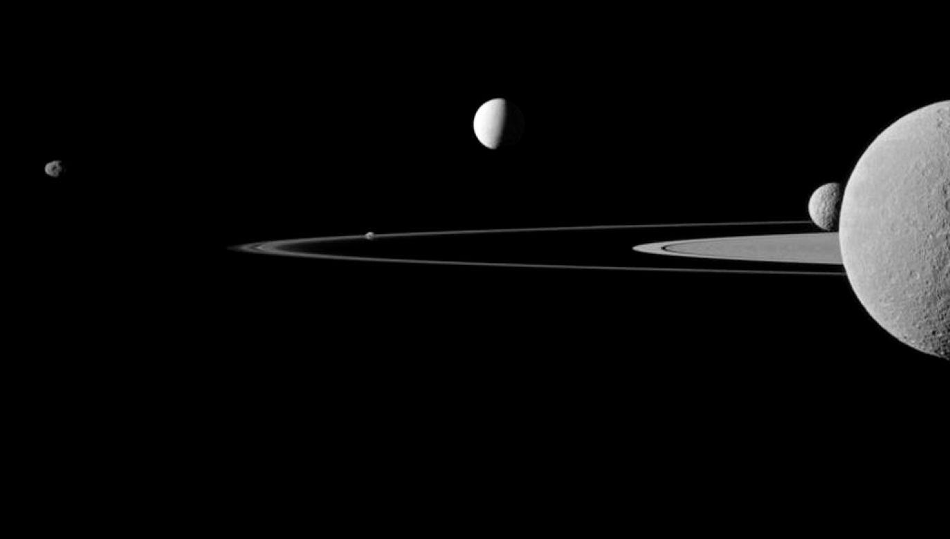 Księżyce Saturna sfotografowane przez sondę Casini (fot. REUTERS/NASA/JPL-Caltech/Space Science Institute/Handout, zdjęcie poglądowe)
