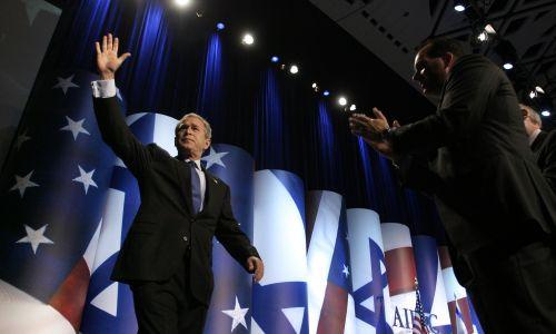 George W. Bush, maj 2004. Fot. Chuck Kennedy/MCT/Tribune News Service via Getty Images