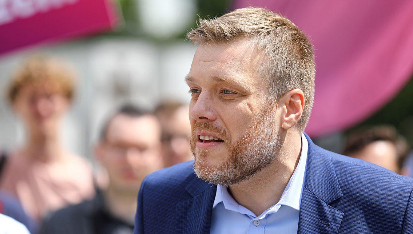 Adrian Zandberg o decyzji Schetyny (fot. arch.PAP/Rafał Guz)