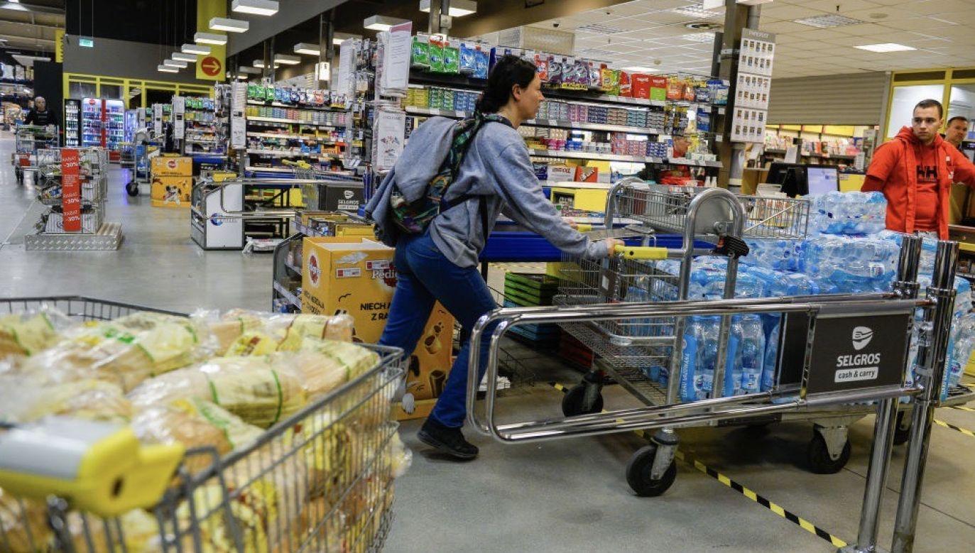 """""""Im szybciej będziemy mogli wyjść z naszych domów do pracy, do sklepów, tym szybciej nasza gospodarka będzie odbudowywana"""" (fot. Omar Marques/Getty Images)"""