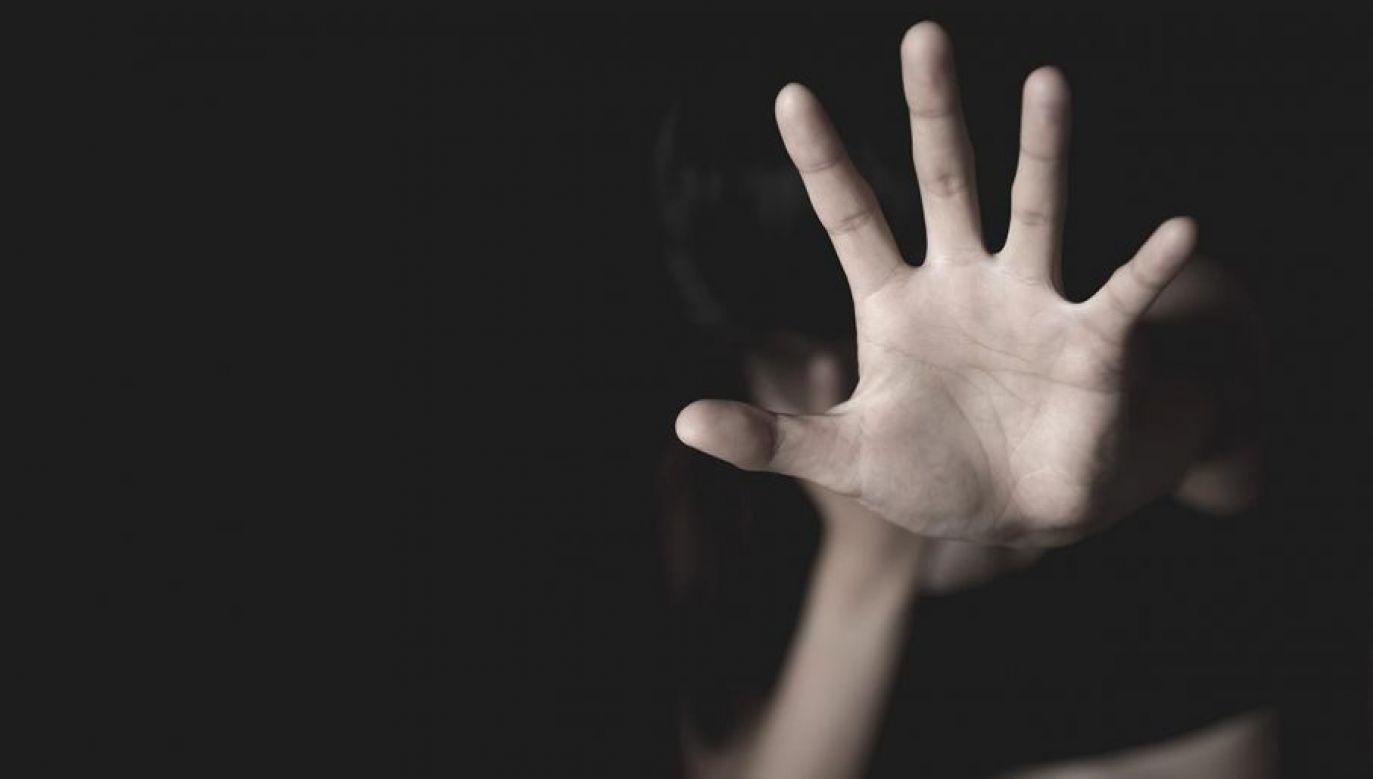 W toku śledztwa wyszły na jaw również inne przestępstwa nauczycielki (fot. Shutterstock/Tinnakorn jorruang)