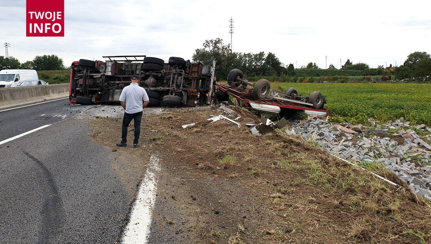 Przyczyną wypadku był wystrzał opony w ciężarówce (fot. twoje Info)