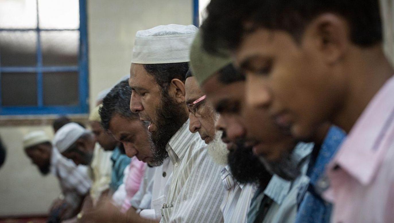 Bengalscy muzułmanie mają zakaz modlenia się na ulicach włoskiej miejscowości Palma Campania (fot. gettyimages/ Anadolu Agency)
