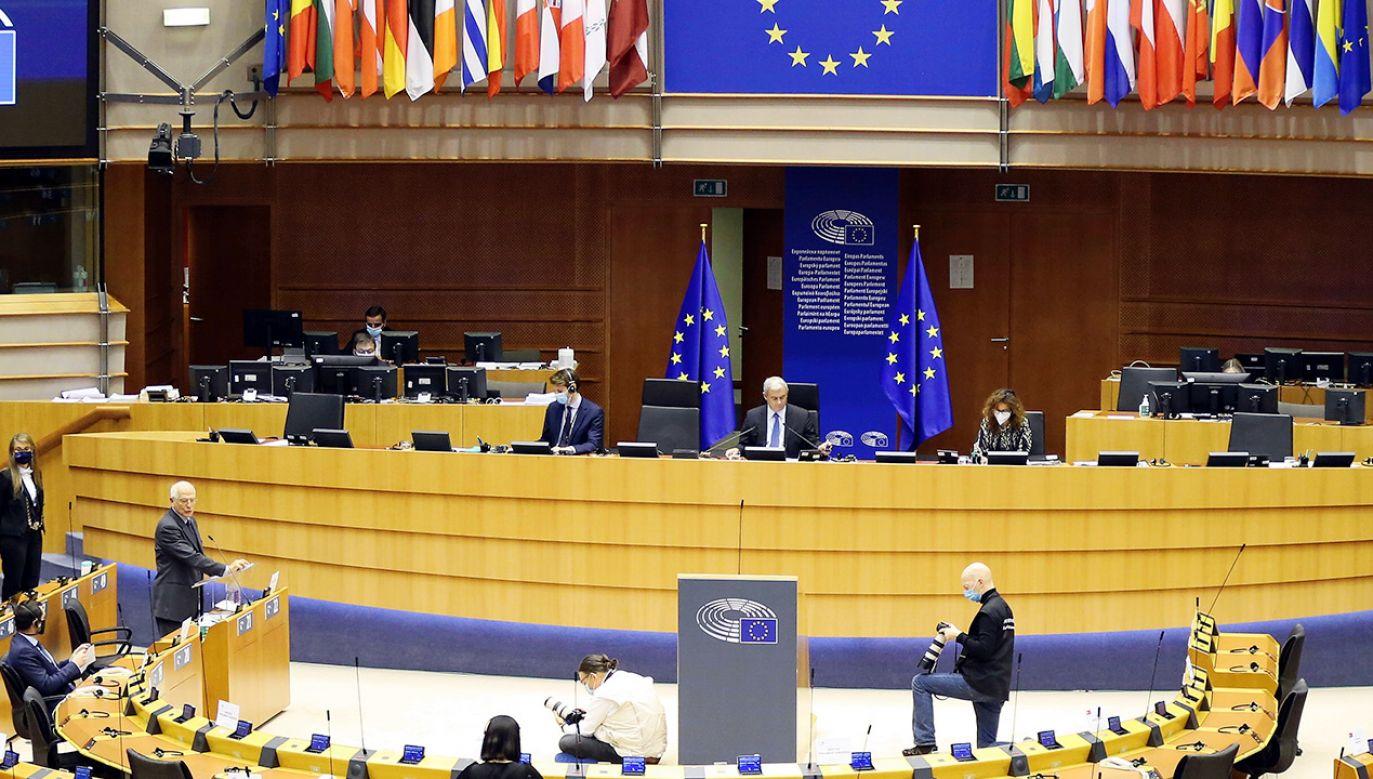 Rezolucję poparli europosłowie znajdujący się w PE z ramienia polskiej opozycji (fot. Dursun Aydemir/Anadolu Agency via Getty Images)