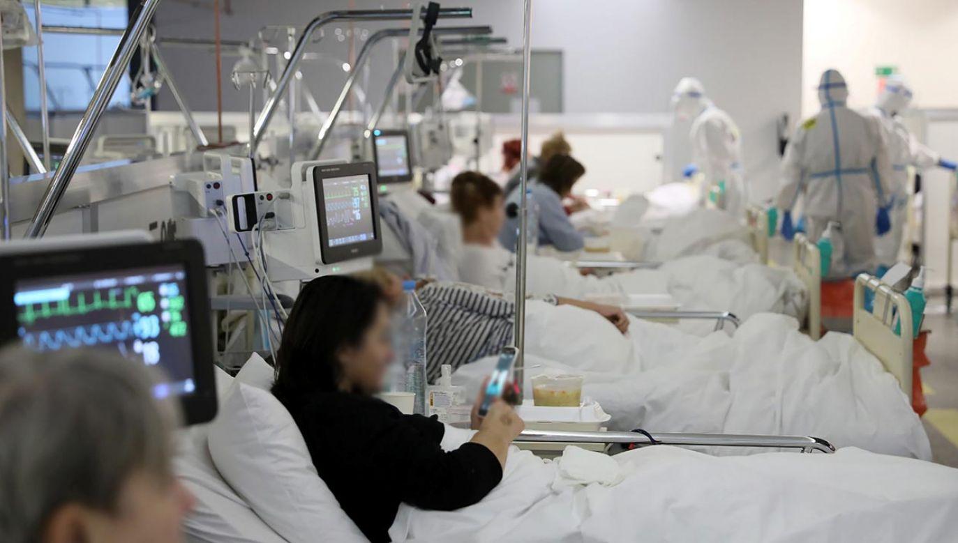 Morawiecki stwierdził, że brak pacjentów w szpitalach tymczasowych będzie dobrą oznaką (fot. PAP/Leszek Szymański)