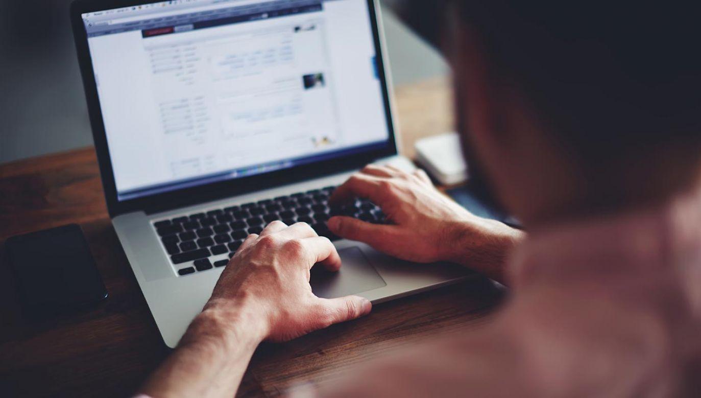 Naukowcy chcieli dowiedzieć się, czemu ludzie padają ofiarą dezinformacji (fot.  Shutterstock/GaudiLab)