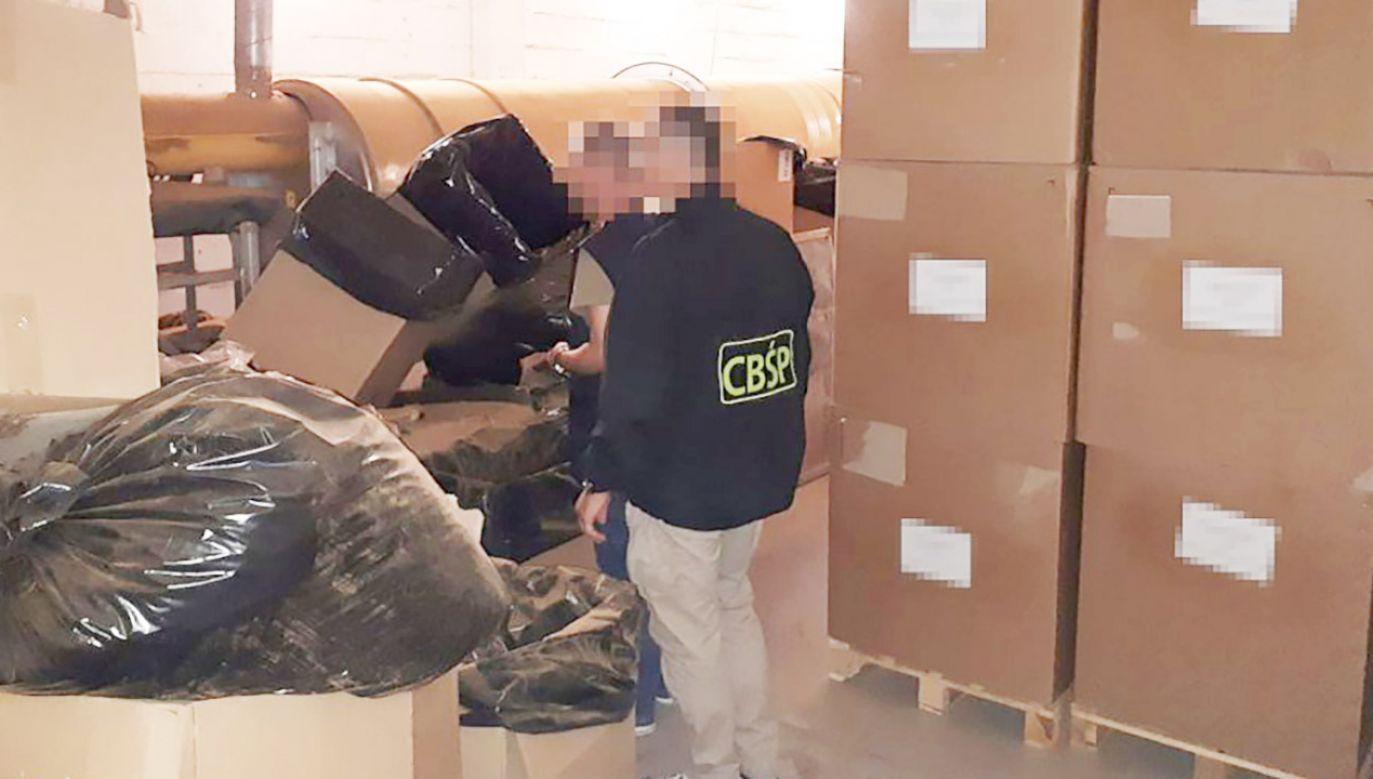 Polscy gangsterzy produkowali podrabiane papierosy na rynki Hiszpanii i Portugalii (fot. CBŚP)
