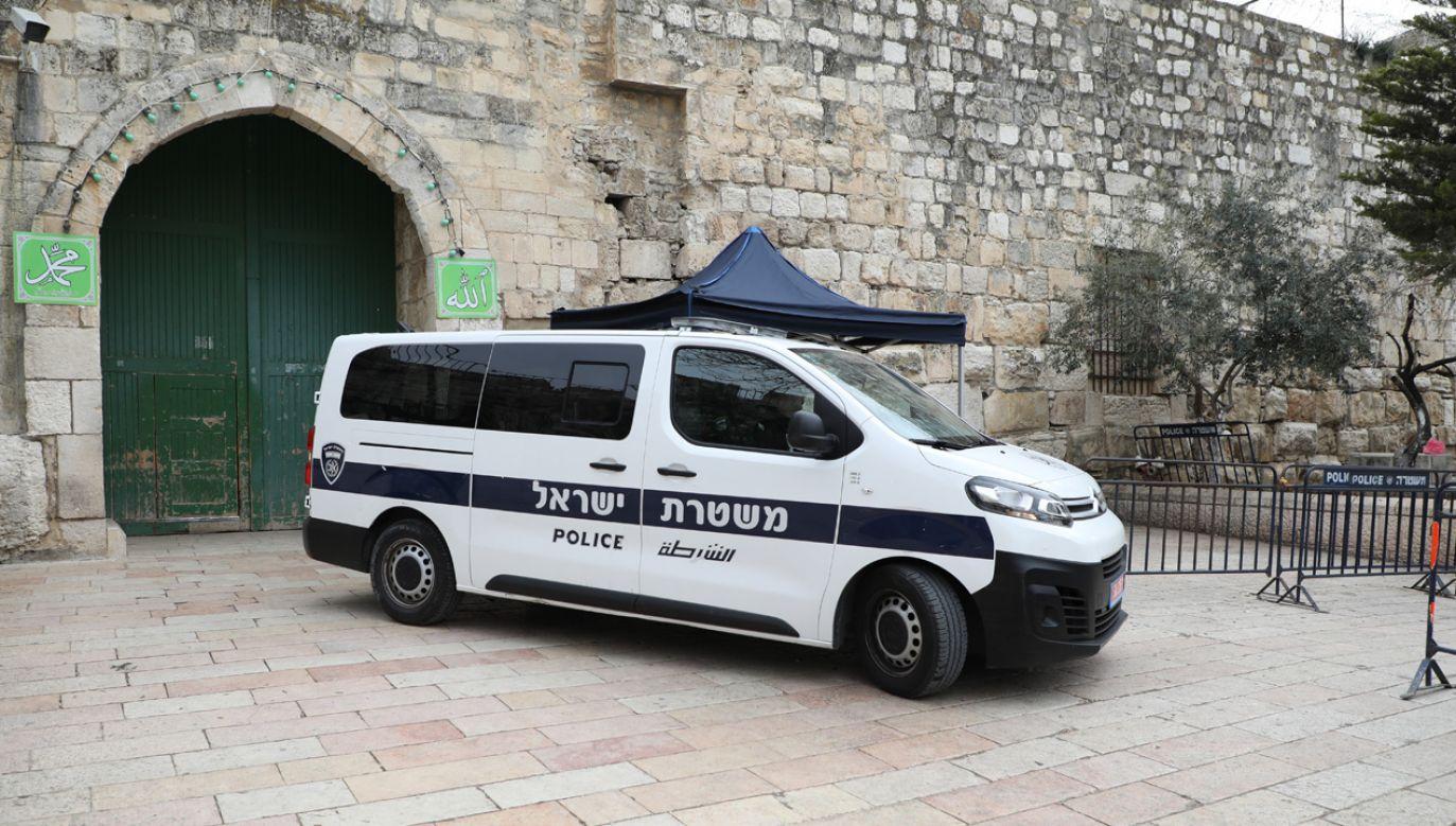 Izraelscy policjanci oddali strzały przy Bramie Lwów w Jerozolimie (fot. Esat Firat/Anadolu Agency/Getty Images)
