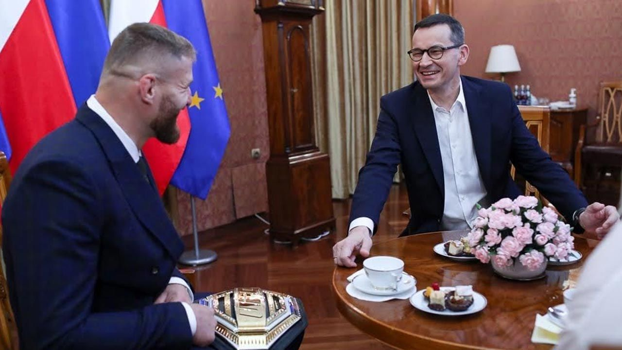 Premier Mateusz Morawiecki spotkał się Janem Błachowiczem, pierwszym  polskim zawodnikiem MMA, który zdobył pas mistrzowski prestiżowej  organizacji UFC wieszwiecej - tvp.info