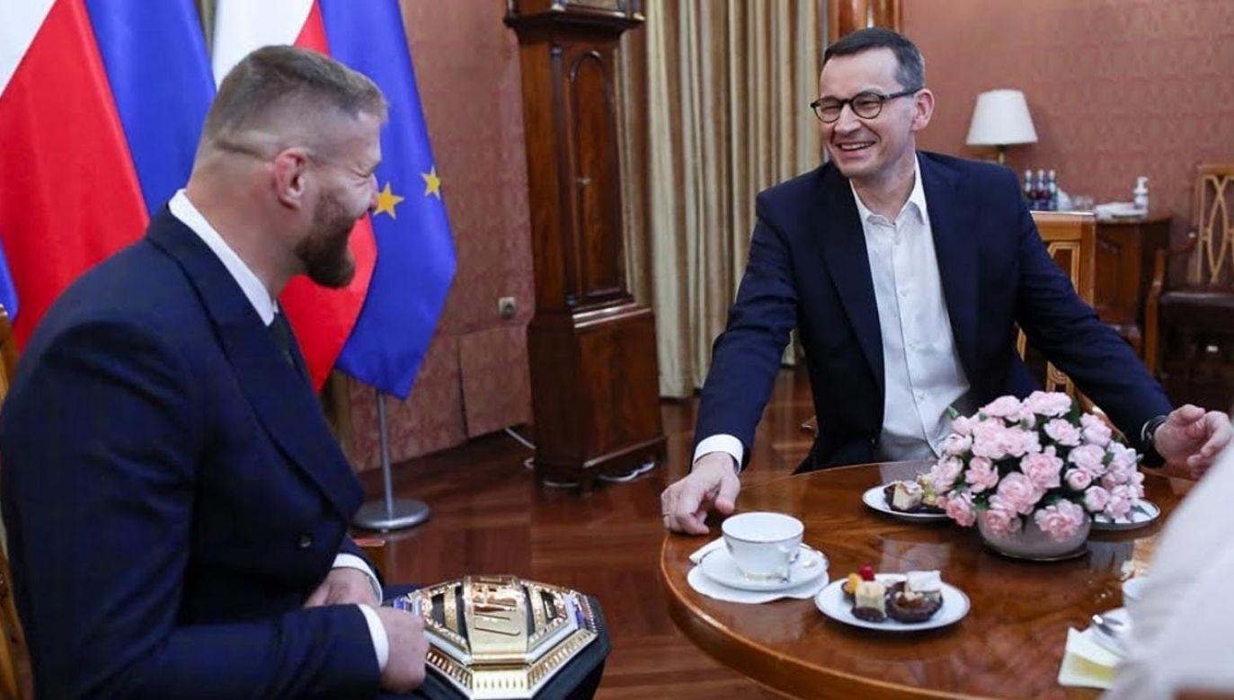 Premier Mateusz Morawiecki spotkał się z zawodnikiem mieszanych sztuk walki Janem Błachowiczem (fot. KPRM)