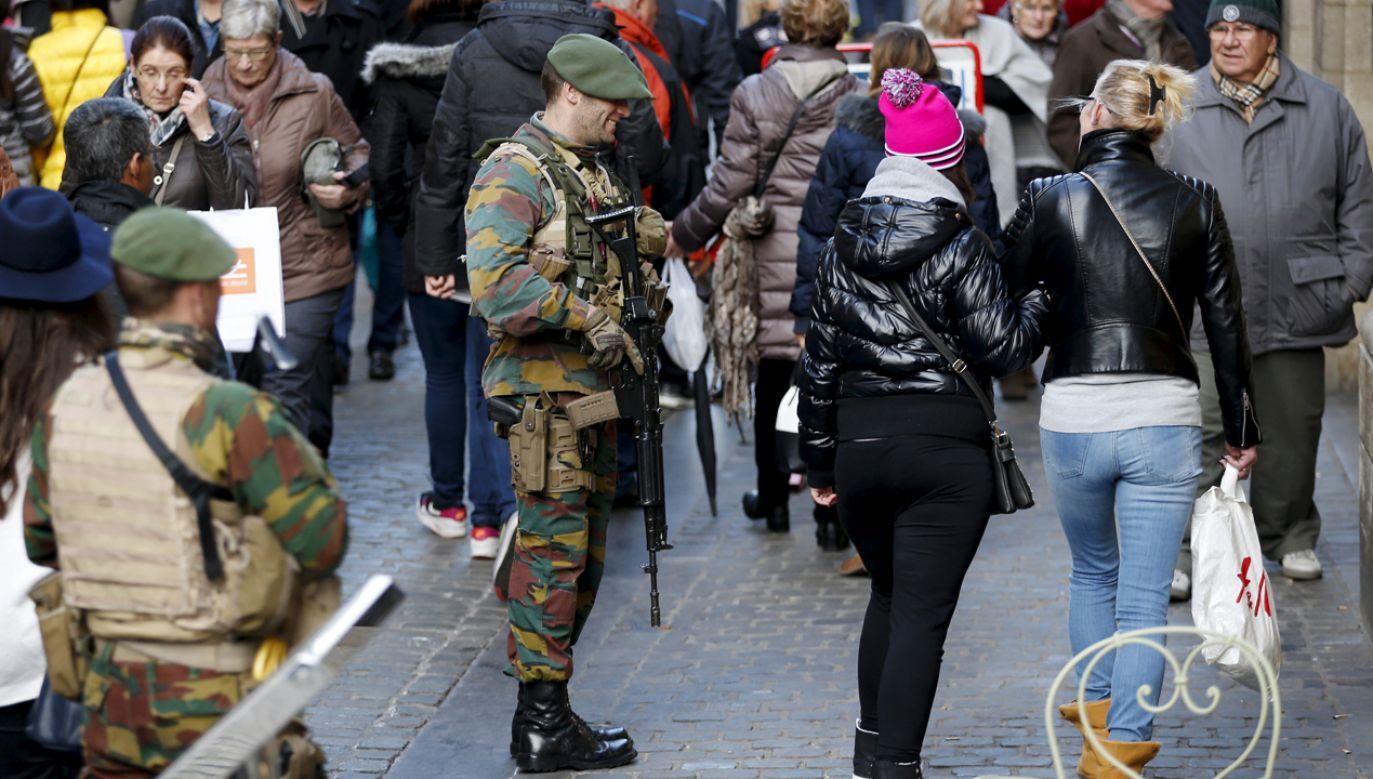Żołnierze patrolują belgijskie miasta od 2015 r.  (fot. Reuters/Francois Lenoir)