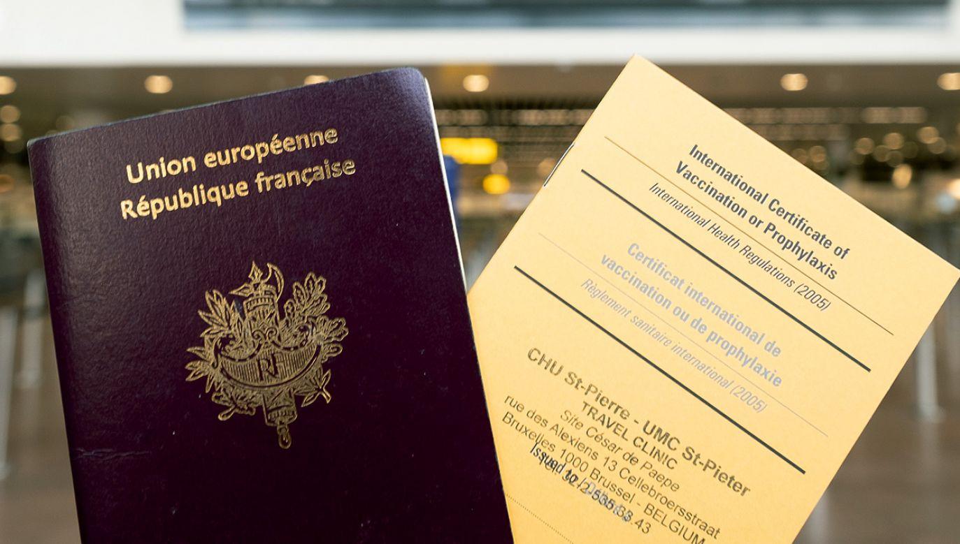 Paszporty szczepień działają już w Izraelu, w planach ma je UE (fot. Thierry Monasse/Getty Images)