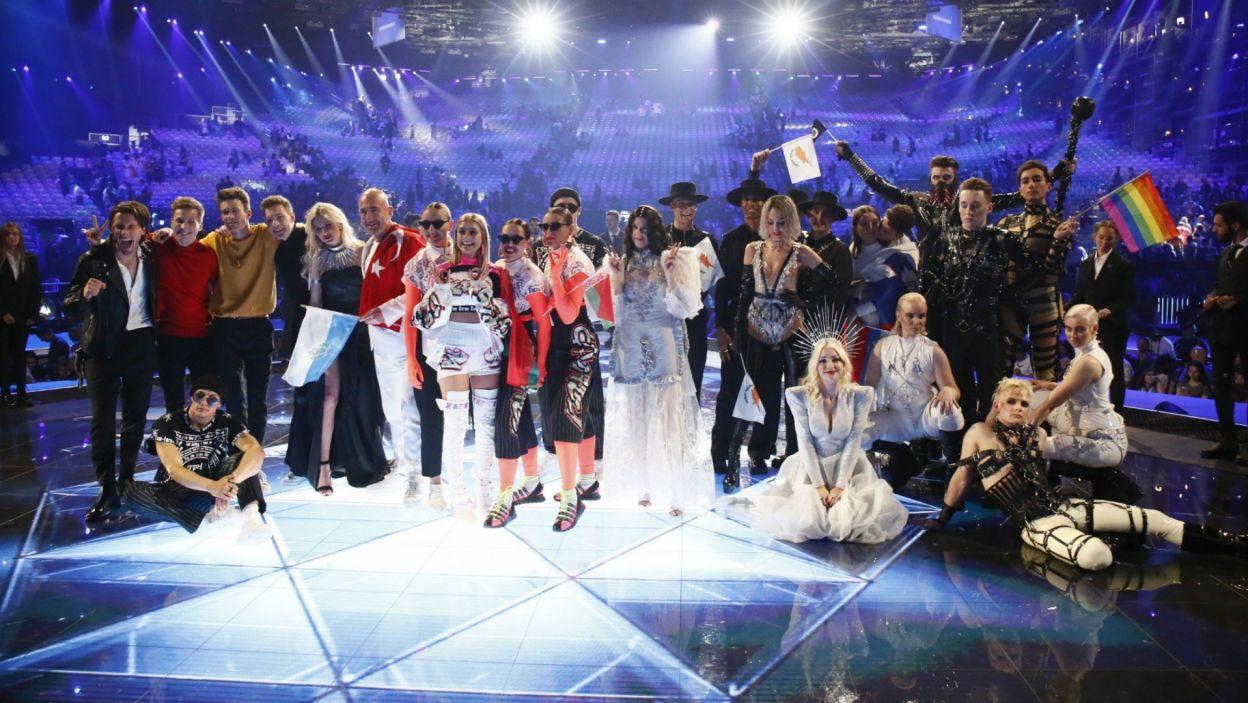 Po ogłoszeniu wyników, szczęśliwa dziesiątka wykonawców, którym udało się zakwalifikować do finału, wspólnie cieszyła się z sukcesu na eurowizyjnej scenie. Czy wśród nich jest przyszły zwycięzca? (fot. Andres Putting/EBU)