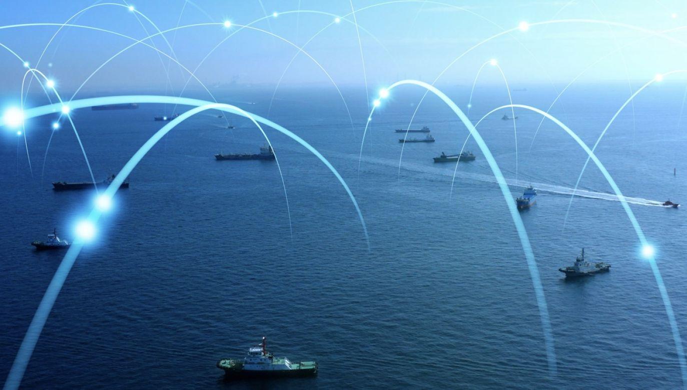 """""""Sieć 5G ma duże znaczenie dla stymulowania innowacji, rozwoju mobilności i poprawy bezpieczeństwa"""" (fot. Shutterstock/metamorworks)"""