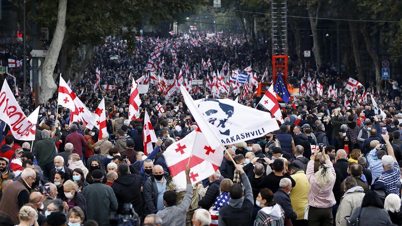 Manifestacja w Tbilisi (fot. David Mdzinarishvili\TASS via Getty Images)