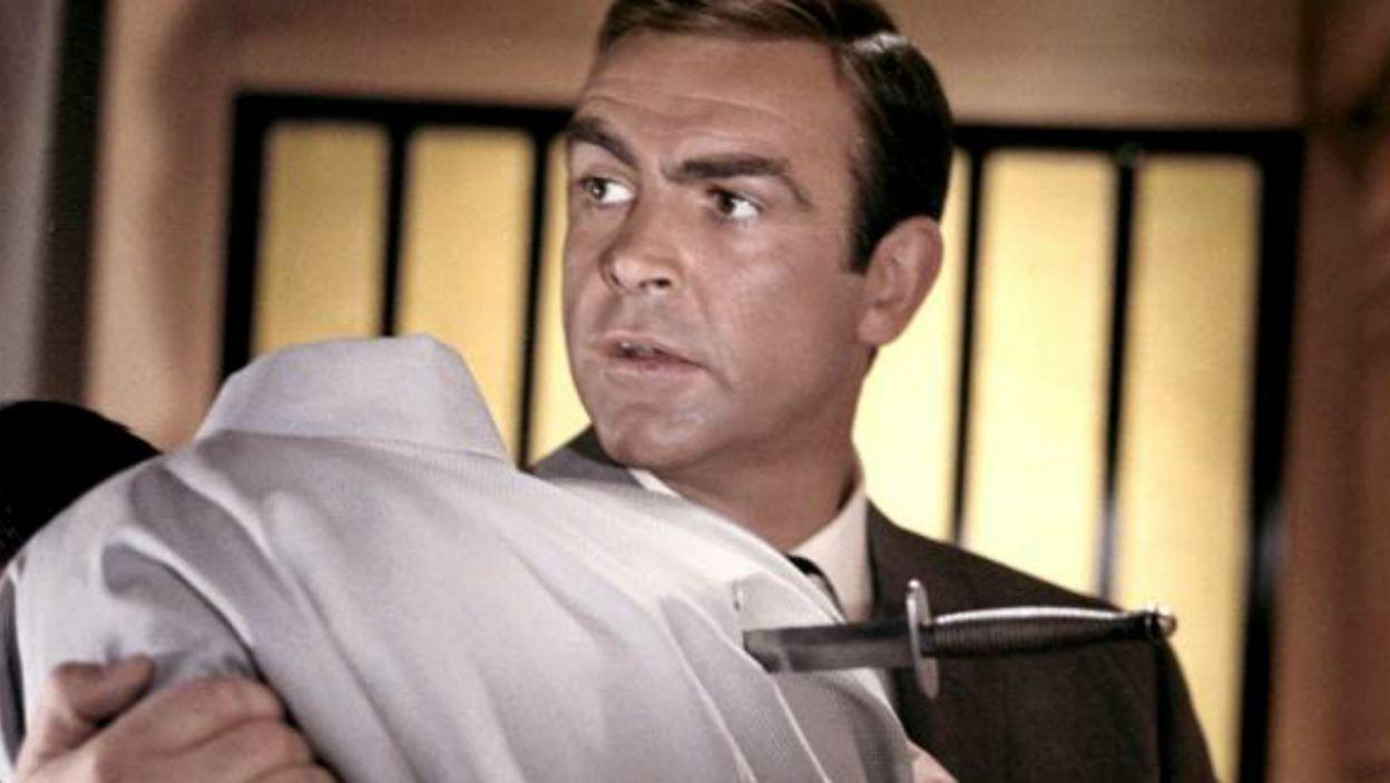 """W """"Żyje się tylko dwa razy"""" (1967) aktor musiał zapobiec wybuchowi III wojny światowej (fot. TVP)"""