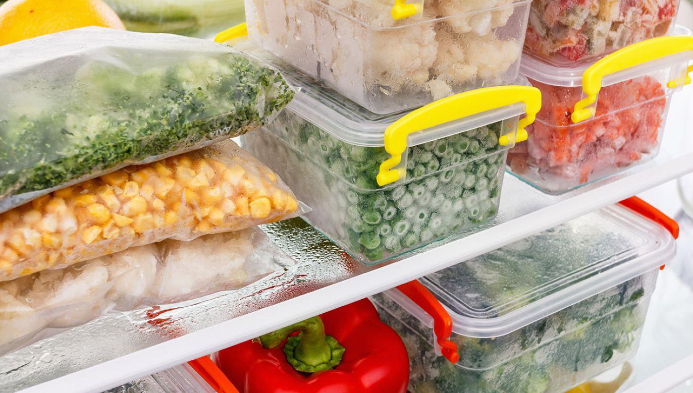 Banki żywności ratują ją przed zmarnowaniem (fot. Shutterstock/Bravissimo)
