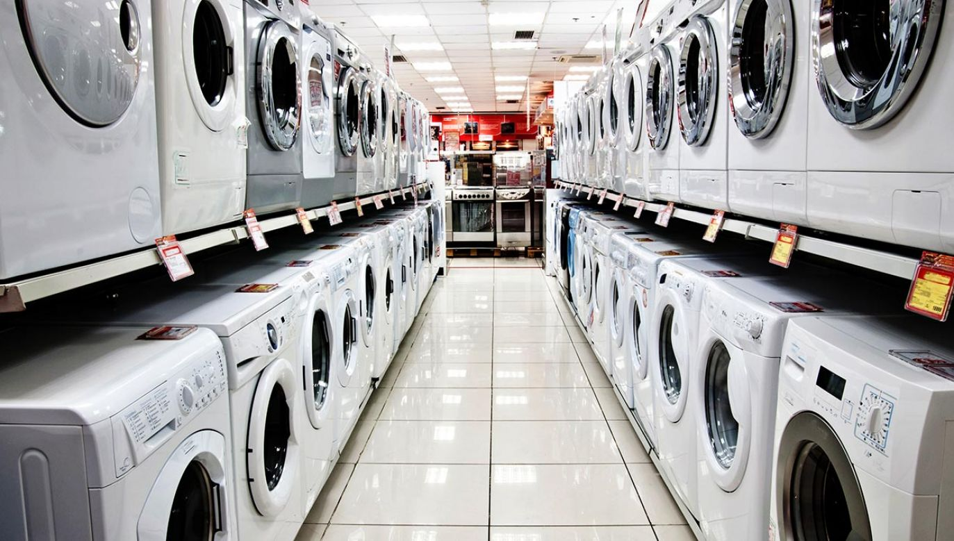 Do zagranicznych państw w 2020 r. trafiło 22,7 mln pralek, lodówek i innego sprzętu (fot. Shutterstock/Oleg Golovnev)