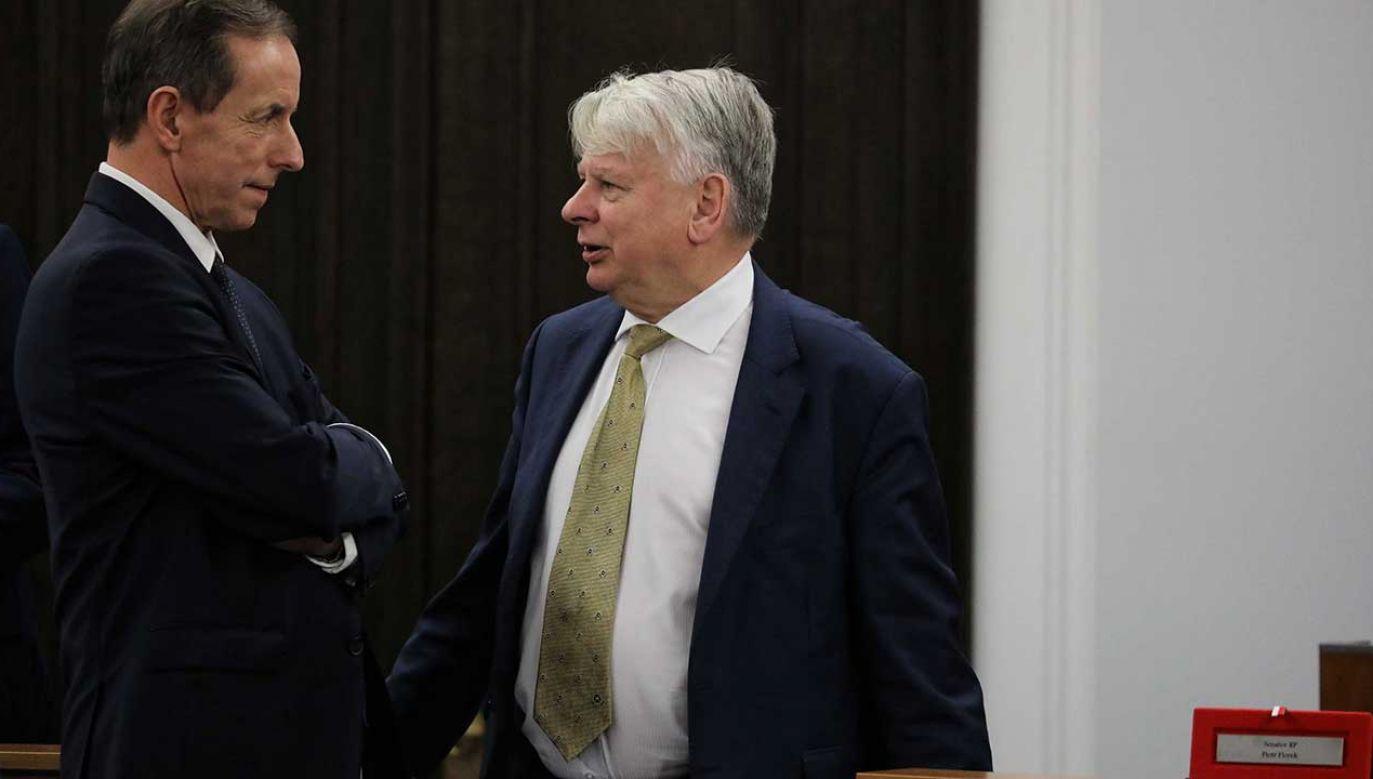 Wicemarszałek Senatu Bogdan Borusewicz oraz senator KO-PO Tomasz Grodzki podczas posiedzenia izby (fot.  PAP/Tomasz Gzell)