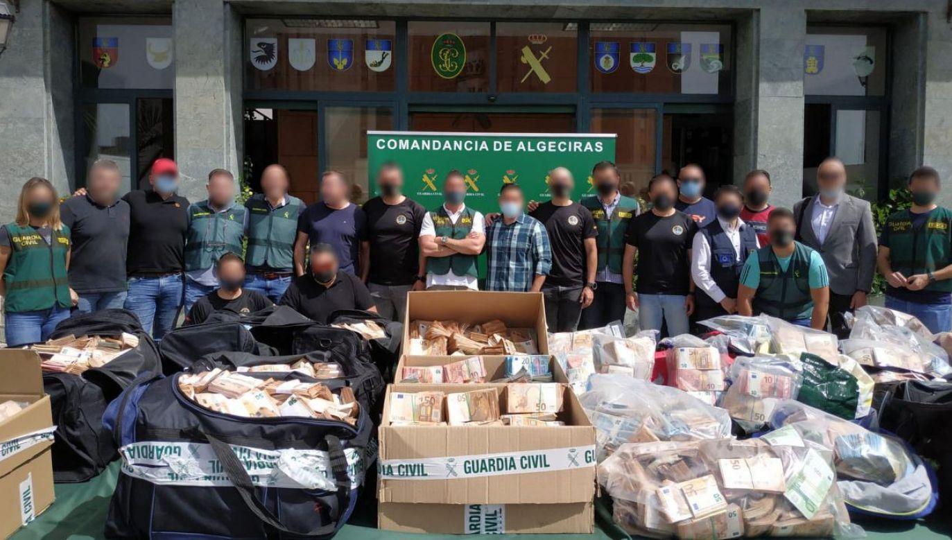 Nieczęsto zdarza się zabrać narkogangom towar i gotówkę za ponad 56 mln euro (fot. Guardia Civil)