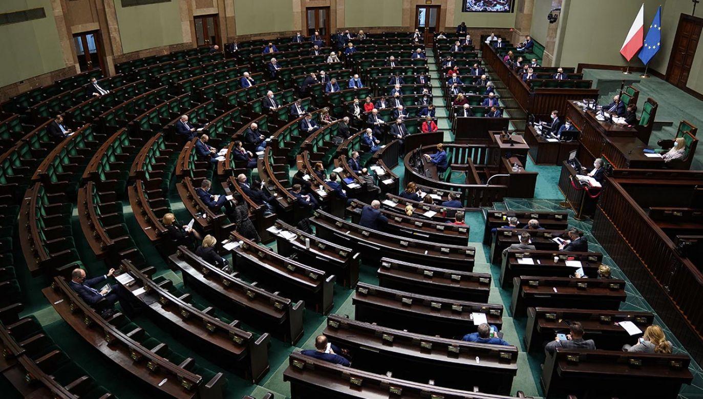 Formacja rządząca zanotowała najlepszy wynik od kilku miesięcy (fot. Forum/Mateusz Wlodarczyk)