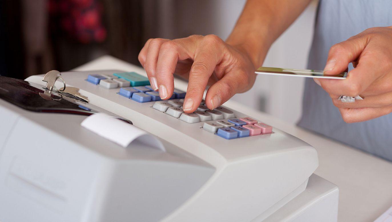 MF tłumaczy, że proponowana zmiana związana jest ze stwierdzonymi problemami, jakie mogą pojawić się przy wypełnianiu wymogów zawartych w przepisach rozporządzenia przez podatników stosujących kasy rejestrujące (fot. Shutterstock/stockfour)