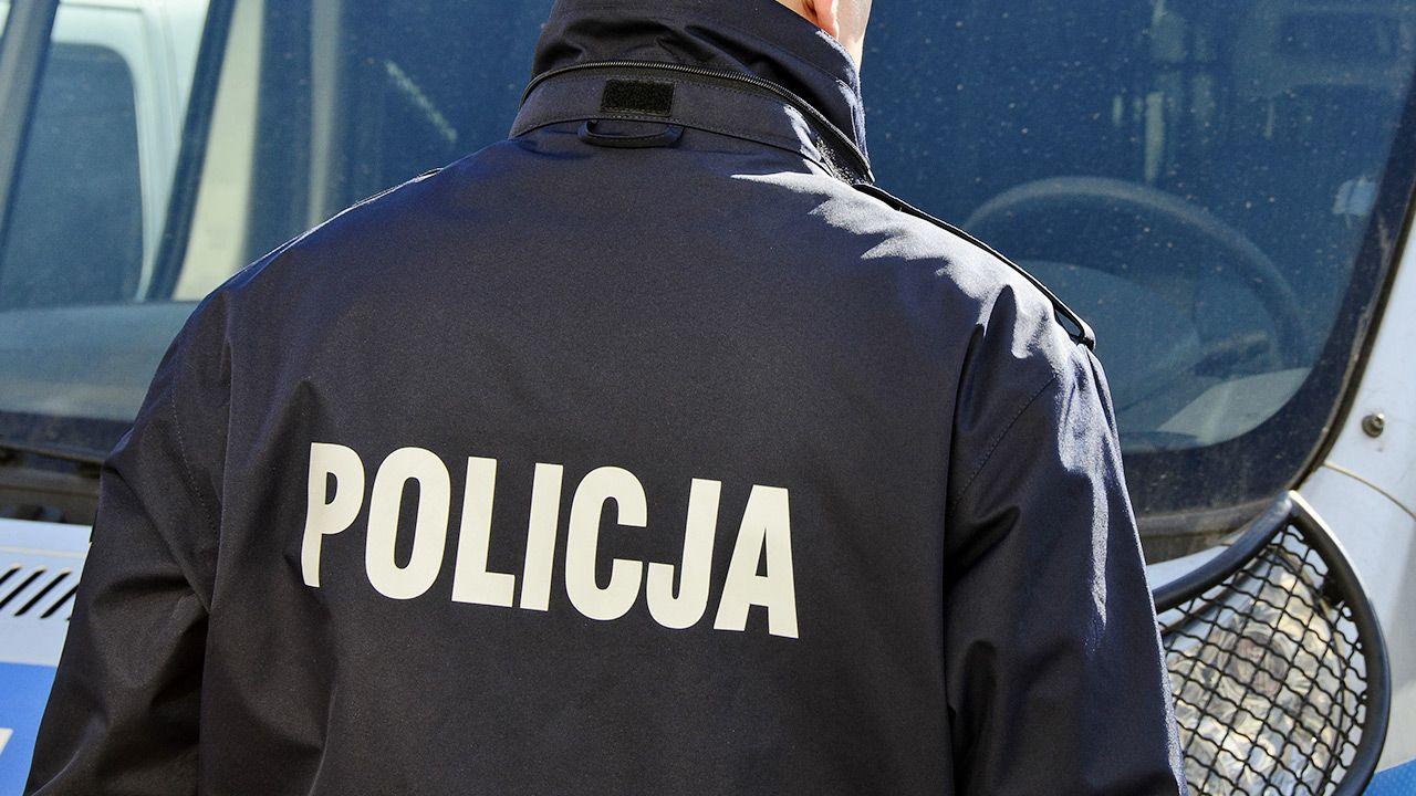 Policjant robił to w nadziei na zarobek ze wspólnego biznesu (fot. Shutterstock)