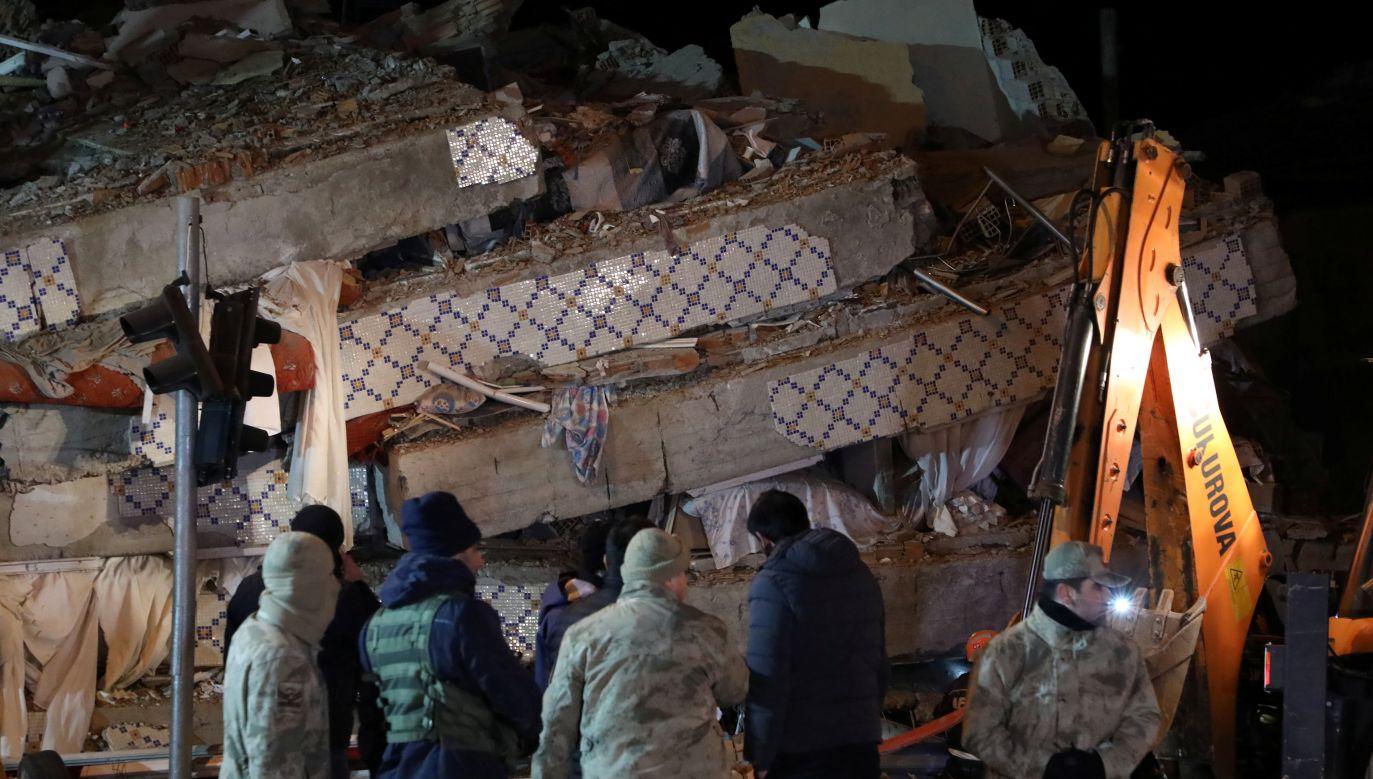 Służby ratunkowe poinformowały, że akcja ratownicza trwa w trzech miastach w Elazig (fot. REUTERS/Sertac Kayar)