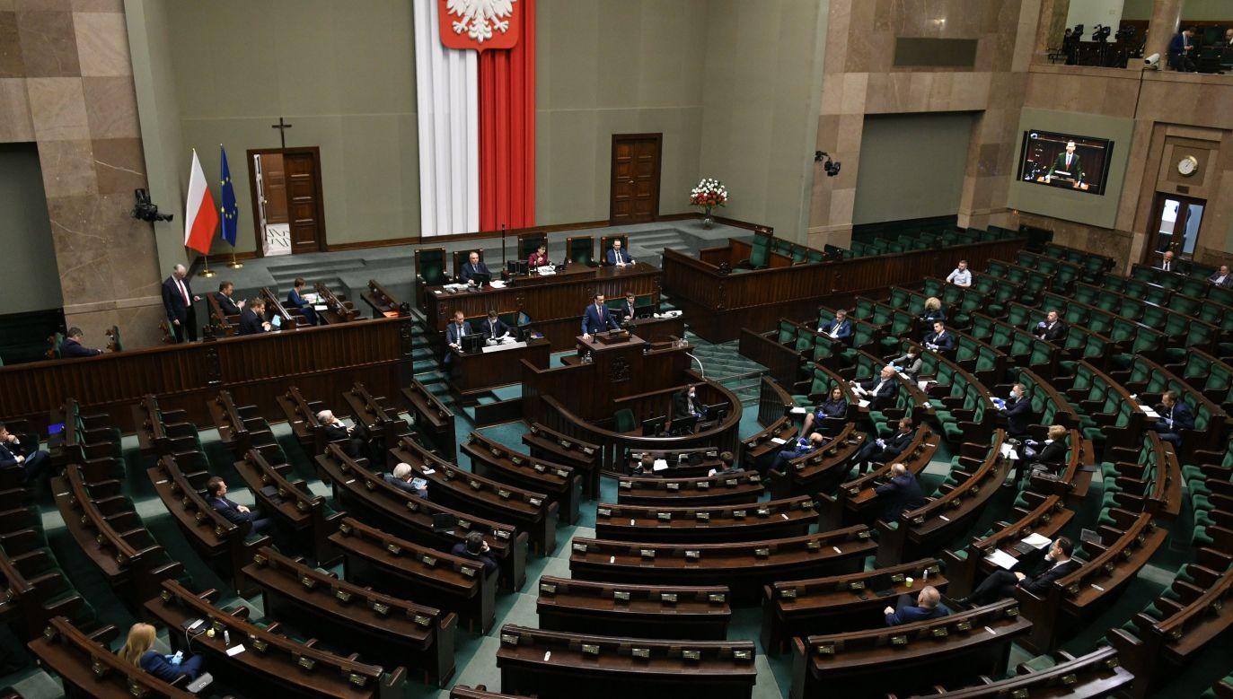 Polacy ocenili pracę premiera Mateusza Morawieckiego (fot. twitter.com/@KancelariaSejmu)